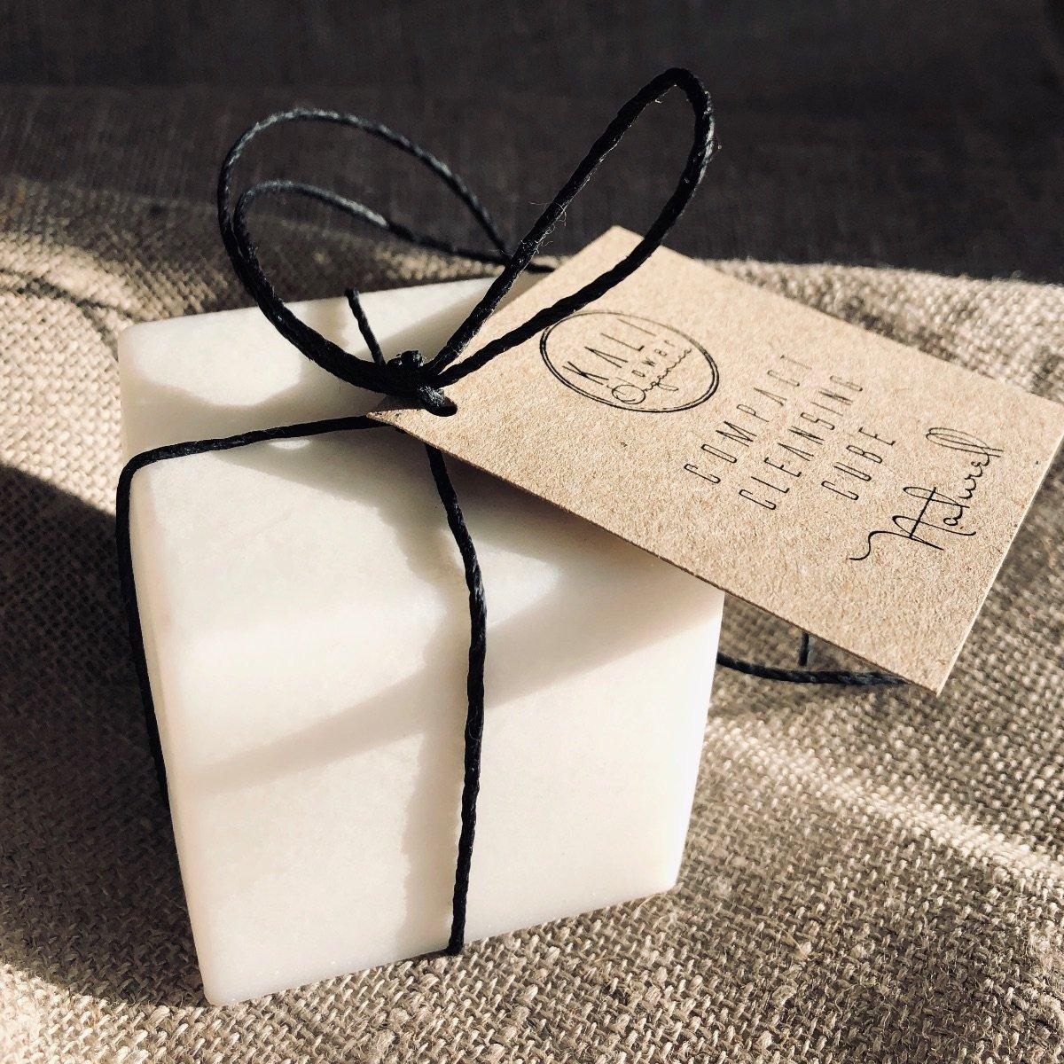 Hushållstvål Compact Cleansing Cube i fönsterljus - KaliFlower Organics