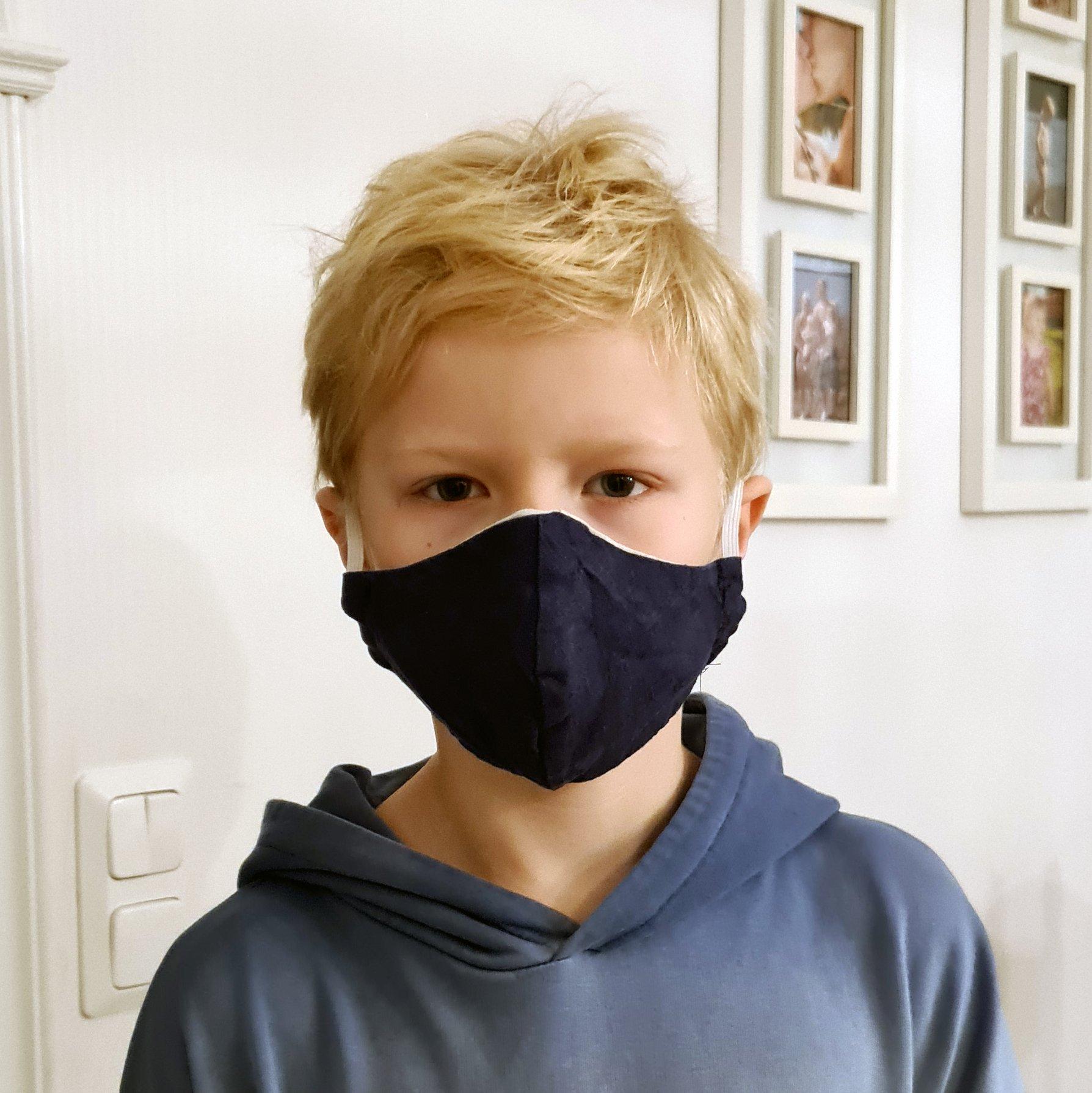 Formsytt munskydd för Barn i linnetyg blå exempel- Stella Sews